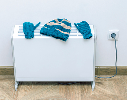 Drying wool gloves and hat on an electric thermal storage